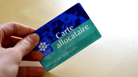 caf-carte-d-allocataire-allocations-familiales