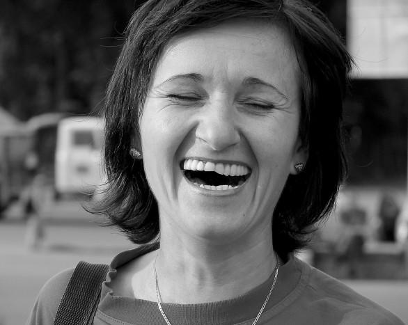 portrait-femme-rire