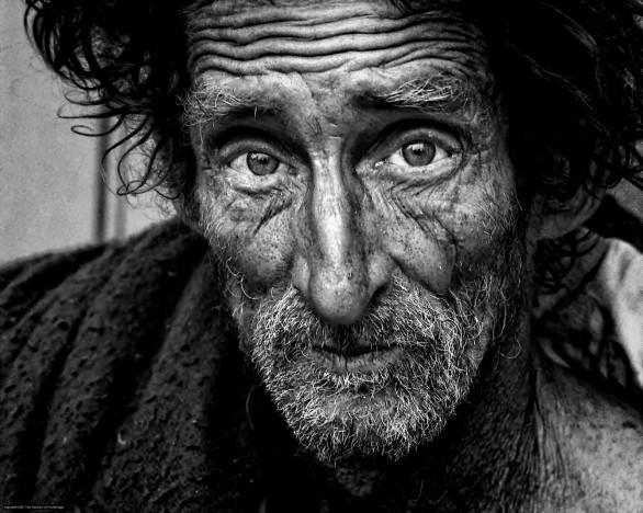 portrait-vieil-homme-triste-sdf-sans-abri